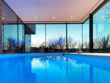 Indoor Pool in Privathaus - Innenansicht